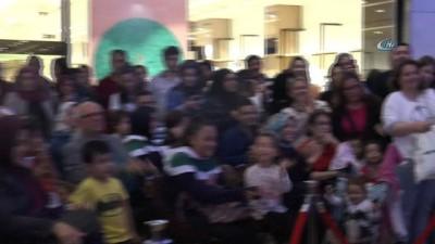 """Uygur kardeşler:'Her AVM'de bir tiyatro salonu olmalı"""""""