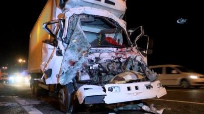 Et yüklü kamyon boya yüklü kamyona arkadan çarptı: 1 yaralı