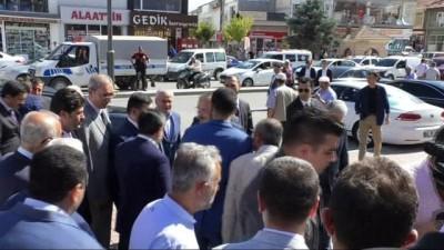 """Bakan Özhaseki: """"Devletin gönderdiği paraları çalıp Kandil'e göndermeye çalışan ahlaksızlar var"""""""