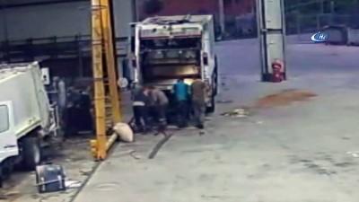Çöp arabasında oluşan gaz bomba gibi patladı, işçiler ölümden döndü... O anlar kamerada