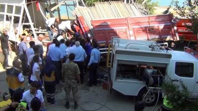 Freni patlayan kamyon mescide daldı: 3 Ölü 2 Yaralı