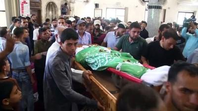 İsrail askerlerinin şehit ettiği Filistinli toprağa verildi - GAZZE