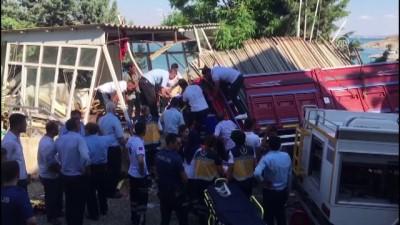 Kamyonet iş yerinin mescidine girdi: 3 ölü 2 yaralı - ADIYAMAN