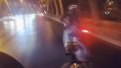 Motosiklet sürücüsünün şov uğruna ölümden döndüğü kaza kamerada