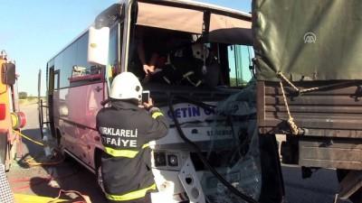 Servis minibüsü ile askeri araç çarpıştı: 5 yaralı - KIRKLARELİ