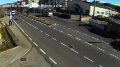 Sürücülerin dikkatsizlik sonucu yaptığı kazalar kamerada