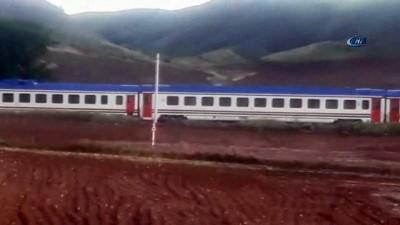 Kırıkkale'de 300 yolcuyu taşıyan tren yolda kaldı