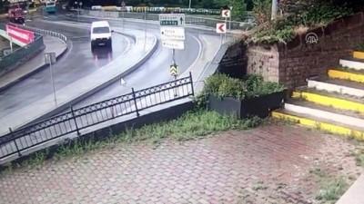Şişli'de itfaiye aracı devrildi (2) - İSTANBUL