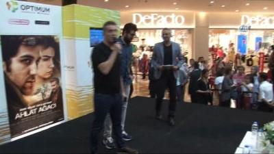 Ahlat Ağacı oyuncuları İzmir seyircisi ile buluştu