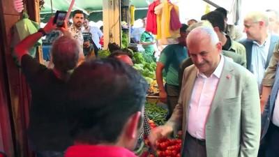 Başbakan Binali Yıldırım, İzmir'de esnafı ziyaret etti