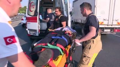 servis araci - Devrilen servis aracının sürücüsü yaralandı - İSTANBUL