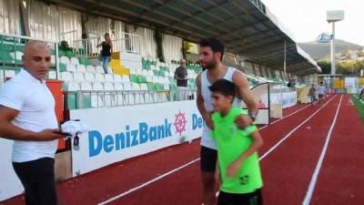 Fenerbahçeli oyuncu İsmail Köybaşı hem tatil yapıyor hem de antrenman