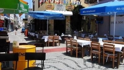 Gözde tatil merkezinin sokakları bomboş kaldı... Tatilciler oy kullanmaya gitti, Çeşme boşaldı