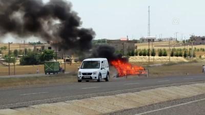 Seyir halindeyken alev alan aracın sürücüsü yaralandı - DİYARBAKIR