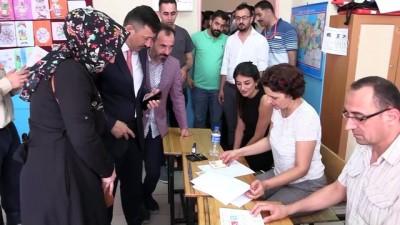 AK Parti Genel Başkan Yardımcısı Hamza Dağ oyunu kullandı - İZMİR
