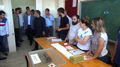 AK Parti Genel Başkan Yardımcısı Mehdi Eker oyunu kullandı