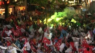 AK Parti'nin zaferinin ardından Bursa'da coşkulu kutlama