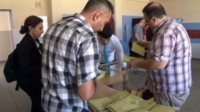 Elazığ'da sandıklar açılmaya başlandı
