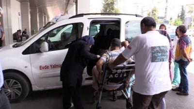Hastalar, sağlık ekiplerinin yardımıyla oy kullandı - ADANA