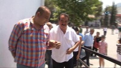 """İbrahim Tatlıses: """"AK Parti milletvekili adayı olarak burada olmak isterdim ama olsun ben gönüllerin vekiliyim"""""""