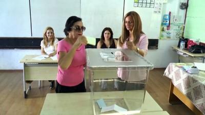 KKTC'de halk yerel seçimler için sandık başında - LEFKOŞA