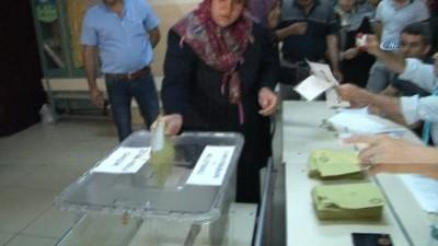 Tunceli ve Bingöl'de bazı noktalara oy pusulaları helikopterle gönderildi