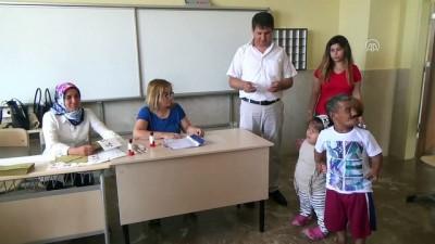 Türkiye sandık başında - 1 metre boyundaki çift oy kullandı - MERSİN