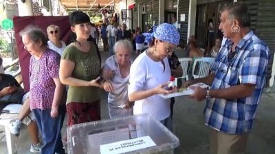 Ünlü oyuncu Fatma Girik, 94 yaşındaki annesiyle sandık başında - MUĞLA