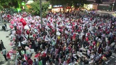 Vatandaşlar Bursa'da kutlamalar yapıyor