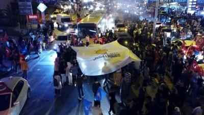 Başakşehir'de sabaha kadar süren seçim kutlamaları havadan böyle görüntülendi Haberi
