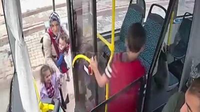 Otobüs şoförü minik çocuğun gözyaşlarına dayanamadı, kolu kırılan çocuğu hastaneye götürdü Haberi