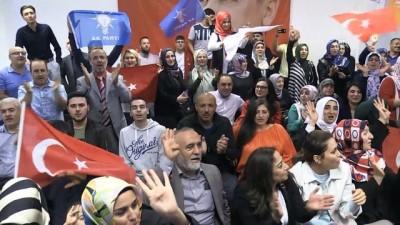 Seçim sonuçları kutlanıyor - BERLİN