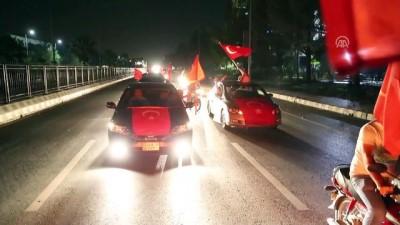 Seçim sonuçları kutlanıyor - İSLAMABAD