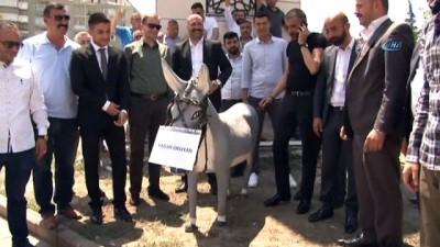 - Ülkücüler'den Yaşar Okuyan'a ilgniç protesto