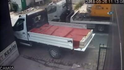 Ümraniye'de seramik yüklü kamyonetin çalınma anı kamerada
