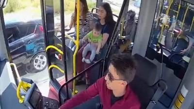 Kaza sonrası bebeğiyle yol ortasında çaresizce yardım bekledi... Kahraman halk otobüsü yaşananları anlattı