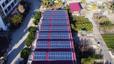 Tarsus Belediyesi, pazar yeri çatılarında elektrik üretip satıyor
