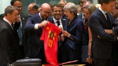 - Belçika Başbakanı Michel'den, İngiliz Mevkidaşı May'e Sürpriz Hediye