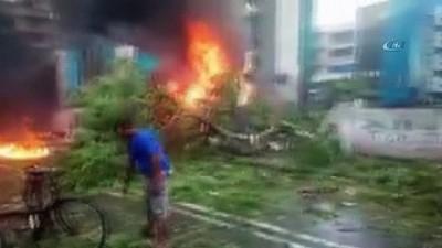 - Hindistan'da Uçak Düştü: 5 Ölü