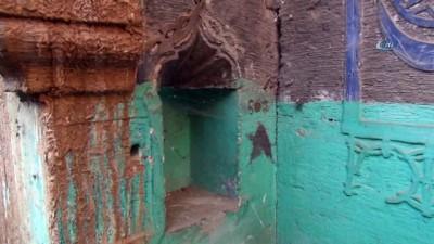 120 yıl önce Bitlis'in ileri gelen ailelerinden Ahmet Ağa tarafından yapılan tarihi ev restore ediliyor