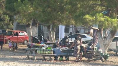 Antalya'da havlulu kabinlere kapı takıldı