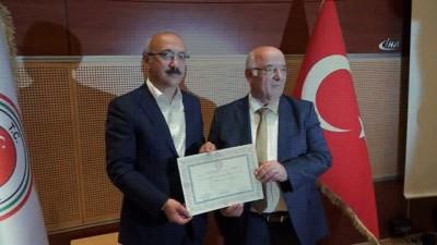 Kalkınma Bakanı Elvan ve AK Parti Mersin milletvekilleri mazbatasını aldı