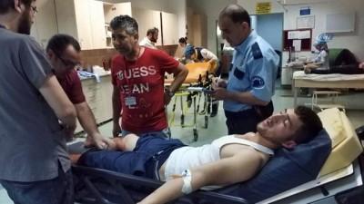 bicakli kavga -  - Samsun'da yan bakma kavgasında bıçaklı saldırı: 3 yaralı