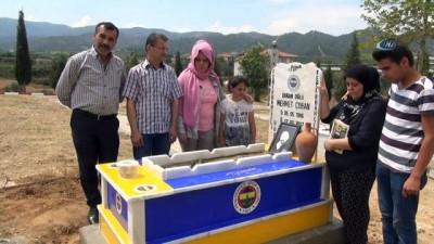 Fenerbahçe'nin yenildiği gece vefat etmişti... Kefeni de mezarı da sarı lacivert