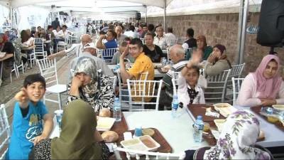 Türk Musevi Cemaati'nden Selimiye'nin gölgesinde bin kişilik iftar