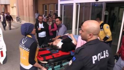 Erzincan'da midibüs devrildi: 1 ölü, 13 yaralı (2)