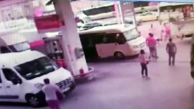 Kemerle polise saldıran minibüsçü ayağından vuruldu - İSTANBUL