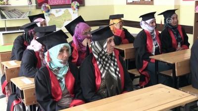 Köylü kadınlar cübbe giyip kep attı - MUŞ