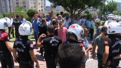 Adana'da toplu taşımacıların taşlı, sopalı ve silahlı kavga anı kamerada