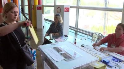 Gümrük kapılarında oy verme işlemi - İZMİR